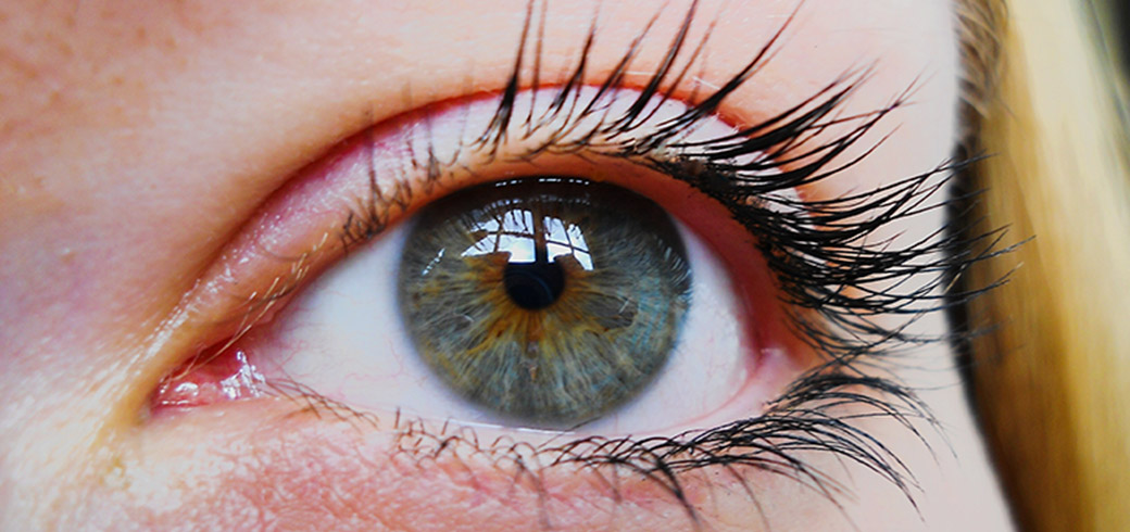 Close-up-of-a-woman's-eye